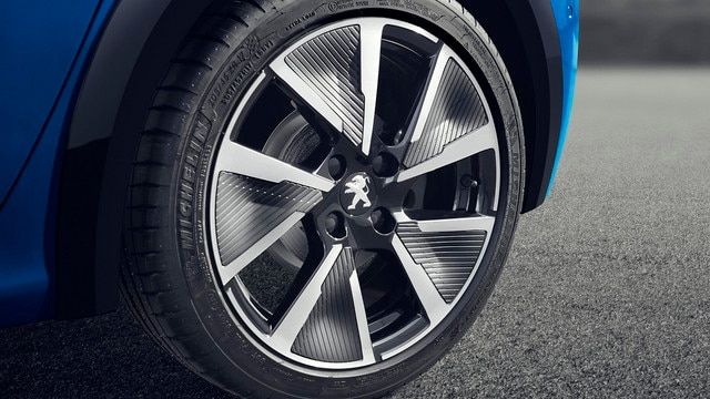 "NEW PEUGEOT e-208 – 17"" Aluminium wheel rims"