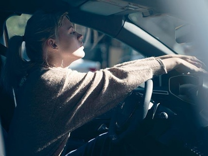 New PEUGEOT e-208 100% Electric Car | Advantages of an Electric Engine: Driving Pleasure