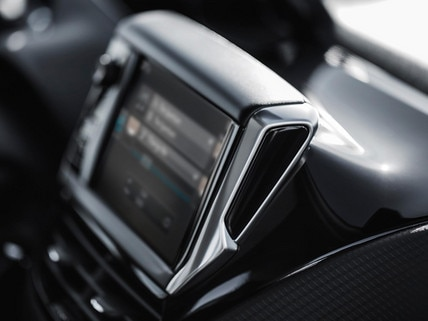 PEUGEOT 2008 SUV touch screen