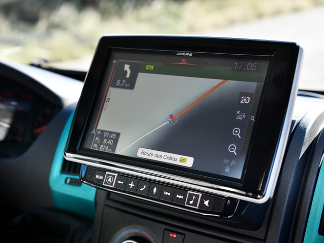 PEUGEOT BOXER 4x4 CONCEPT : You'll never be lost with the new 9-inch touchscreen navigation system that allows you to enter the vehicle's dimensions and thus avoid roads with potential size restrictions.
