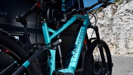 PEUGEOT BOXER 4x4 CONCEPT: PEUGEOT eM02 FS Powertube MTB, electrically assisted mountain bike, the latest generation of PEUGEOT eBikes.