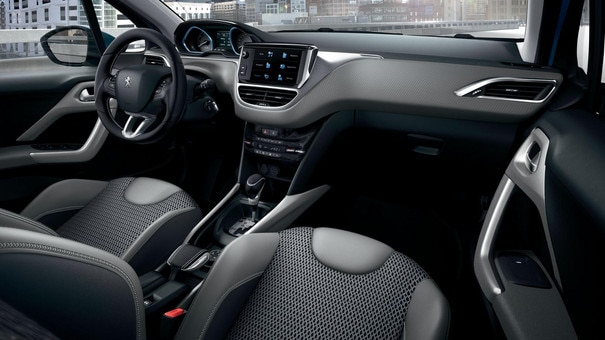 PEUGEOT 2008 SUV: Peugeot i-Cockpit with head-up display and compact steering wheel