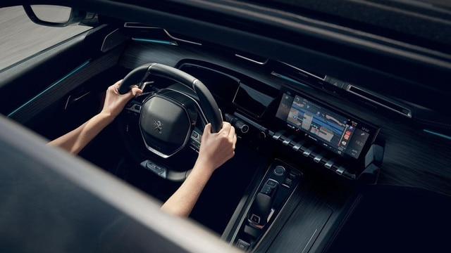 "New PEUGEOT 508 SW estate, the 10"" capacitive touchscreen, Mirror Screen function and 3D connected navigation with voice recognition."