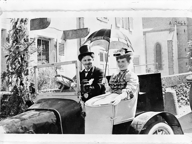 The family adventure – 1905 a couple seated in one of the first Peugeot automobiles
