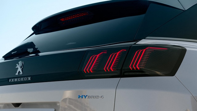 New PEUGEOT 3008 SUV HYBRID - HYBRID4 badge