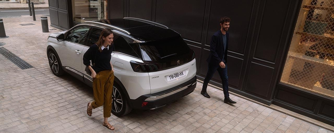 PEUGEOT 3008 SUV HYBRID4 Design | Black Diamond Roof