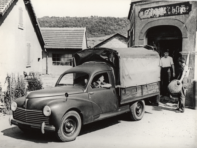 Utility vehicles – tarpaulin-covered truck in 1938