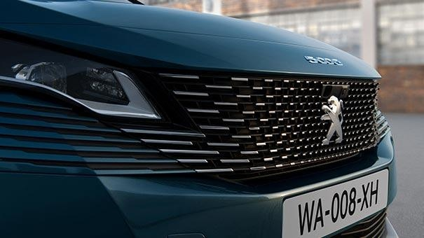 New large PEUGEOT 5008 SUV with 7 Seats Design | Frameless Grille