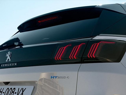 New PEUGEOT 3008 SUV HYBRID Design | HYBRID4 Badges