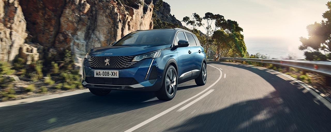 New large PEUGEOT 5008 SUV with 7 Seats | Engines