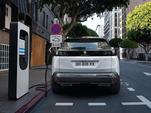 New PEUGEOT 3008 SUV HYBRID | Public Charging Station