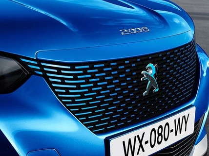 All-New PEUGEOT e-2008 Electric SUV Design | Front Grille in the Colour of the Bodywork and a Dichroic Lion