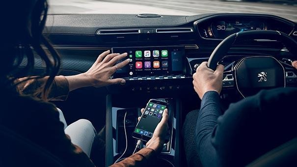 PEUGEOT 508 Fastback Driver's Seat | Connectivity